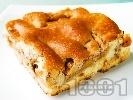 Рецепта Ябълков сладкиш с чаени бисквити, орехи, масло и канела